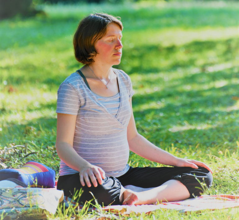 Pratique méditative : les matinées de yoga et méditation du yoga de Fanny