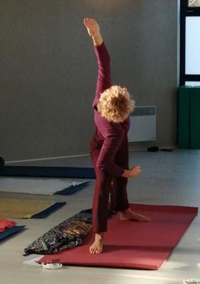 Matinées yoga et méditation - Le yoga de Fanny - Véronique Briat - professeur de yoga Eva Rushpol