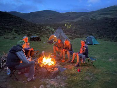 Retraite yoga ânes et bivouac - feu de camp dans les Pyrénées - Septembre 2021